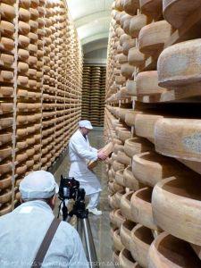 Comté cheese-maker